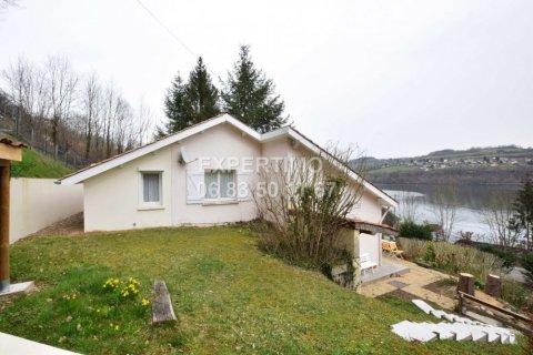 Maison avec 3 chambres et garage double et vue lac à Paladru