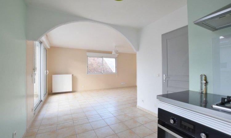 Appartement T3, 2 chambres, grande pièce de vie avec cuisine ouverte, terrasse et garage à St Etienne de Crossey